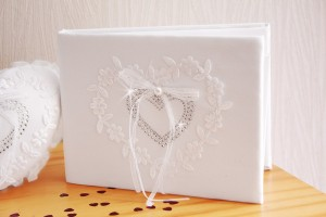 livre-d-or-mariage-blanc-coeur-strass-broderie-3d0